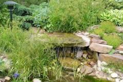 Ручей с водопадом